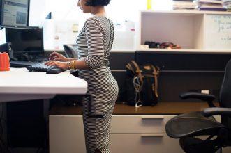 Dolgozz állva, fogyj többet – egy újabb érv az ülőmunka ellen
